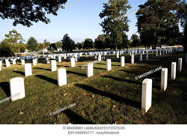 Rows of white graves stones in Arlington cemetery, Washington DC