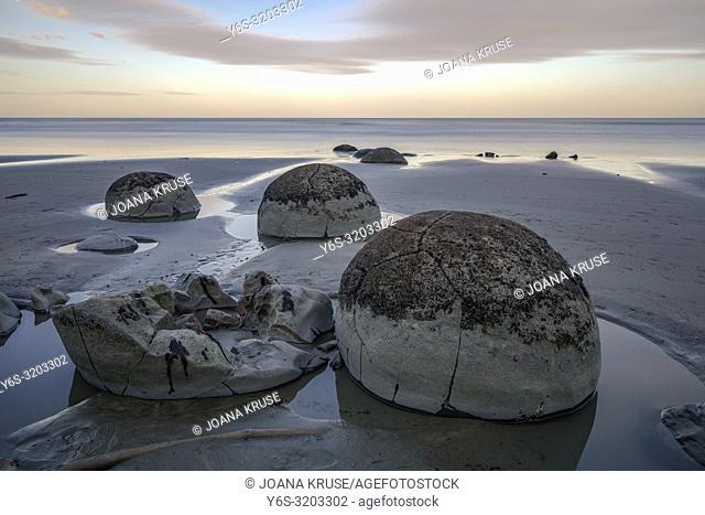 Moeraki Boulders, Koekohe Beach, Otago, South Island, New Zealand