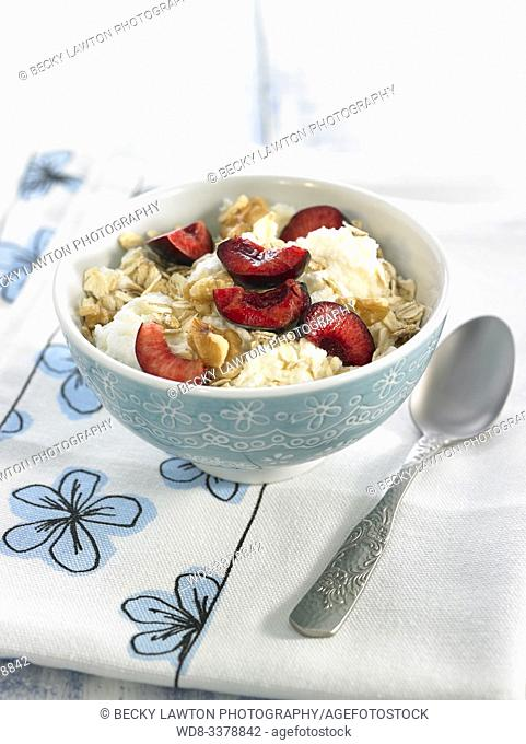 requeson con copos y cerezas / curd with flakes and cherries
