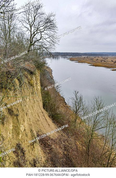 "27 December 2018, Brandenburg, Lossow: View from the """"steep wall"""" east of the district Lossow of the city Frankfurt (Oder)to the German-Polish border river..."