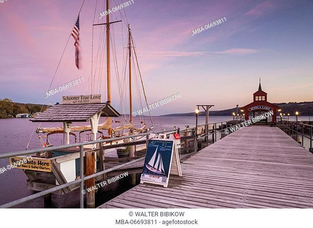 USA, New York, Finger Lakes Region, Watkins Glen, Seneca Lake pier, dawn