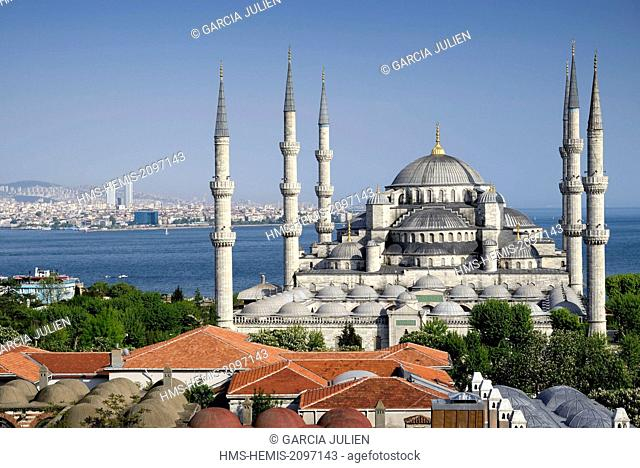 Turkey, Istanbul, historical center listed as World Heritage by UNESCO, Sultanahmet district, Blue Mosque (Sultanahmet Camii) and the Bosphorus