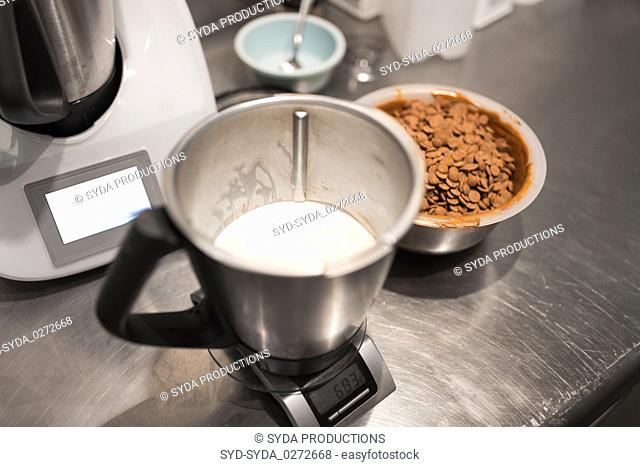 cream on kitchen scale at confectionery shop