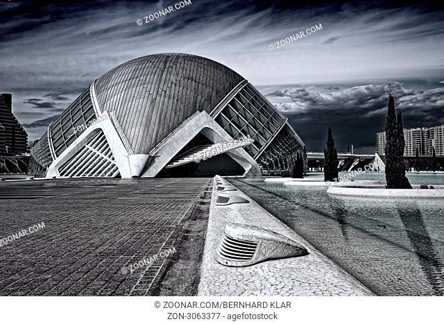 L'Hemisfèric ist Teil der Ciudad de las Artes y las Ciencias . Der Architekt Santiago Calatrava hat mit dem Architektur-Ensemble seiner Heimatstadt Valencia ein...