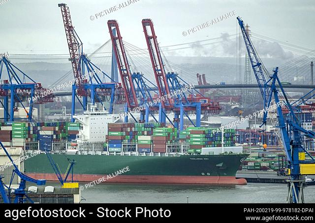 19 February 2020, Hamburg: A container ship is cleared in the port of Hamburg. At the annual press conference of the Port of Hamburg on various topics