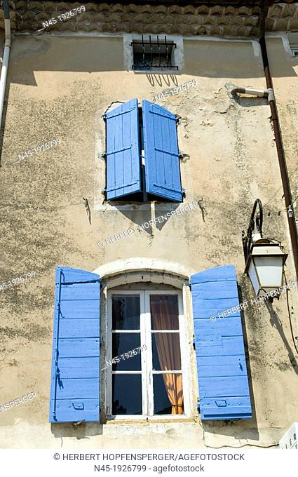 Lourmarin; Windows; Typical House in Provence; blue Windowsill; Provence; France