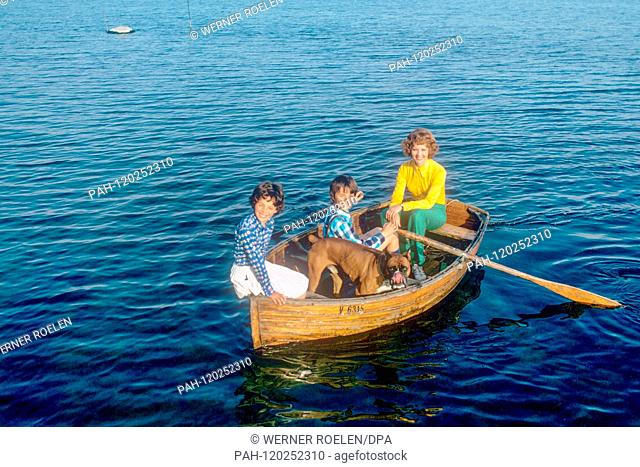 Lilo Pulver with daughter Melisande (l) and son Marc-Tell in a rowing boat near her house near Lausanne. Swiss actress Lilo Pulver was born on 11 October 1929...