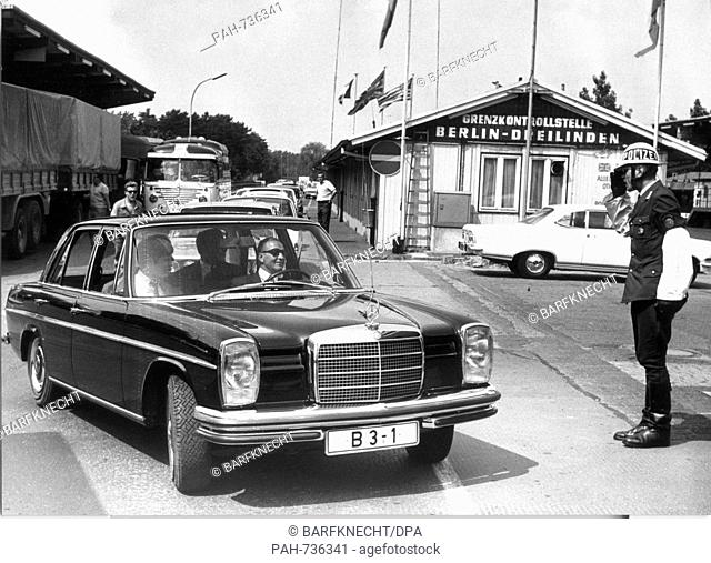 The limousine with Berlin's Lord Mayor Klaus Schuetz his wife Heide and his personal consultant Guenter Struve passes a saluting policeman at the check point...