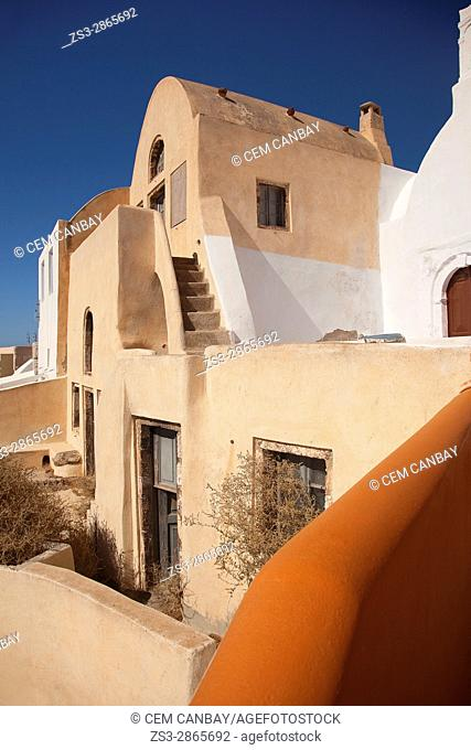 Typicall Cyclades house by the cliff in Oia village, Santorini, Cyclades Islands, Greek Islands, Greece, Europe