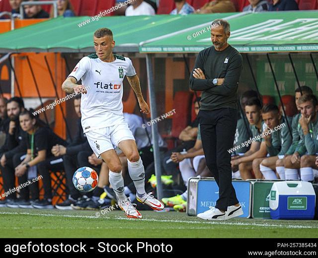 Little enthusiasm ... Gladbach coach Adi HUETTER (HvúTTER) and Louis Jordan BEYER (# 15, MG). Soccer, FC Augsburg - Borussia Mvšnchengladbach 1: 0
