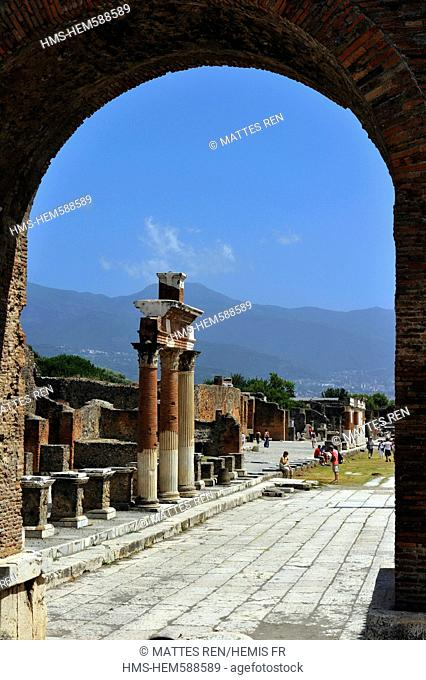 Italy, Campania, Pompei, archeological site listed as World Heritage by UNESCO, the Forum, arco Onorario and Forum