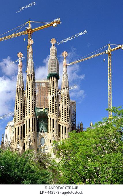 Church La Sagrada Familia, Basilica and Expiatory Church of the Holy Family, architect Antoni Gaudi, UNESCO World Heritage Site, Catalan modernista architecture