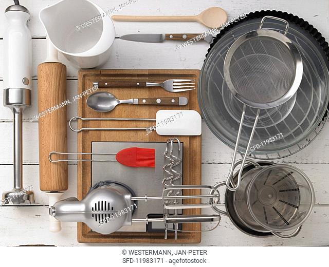Kitchen utensils for making tart