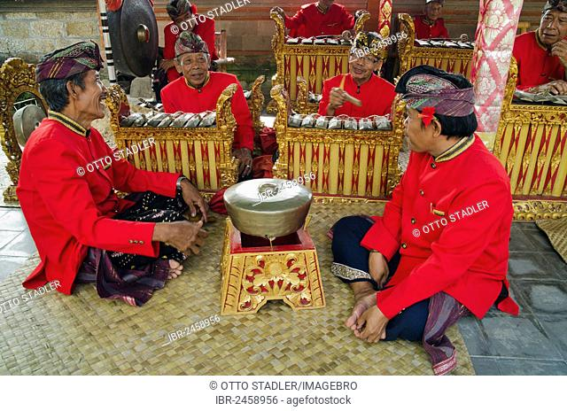 Gamelan musicians, Gamelan orchestra, Batubulan, Bali, Indonesia, Asia