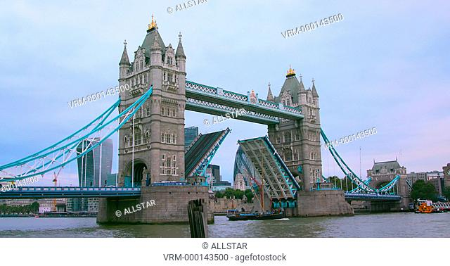 RAISING THE BRIDGE FOR TALL SHIP, TOWER BRIDGE; LONDON, ENGLAND; 20/09/2016