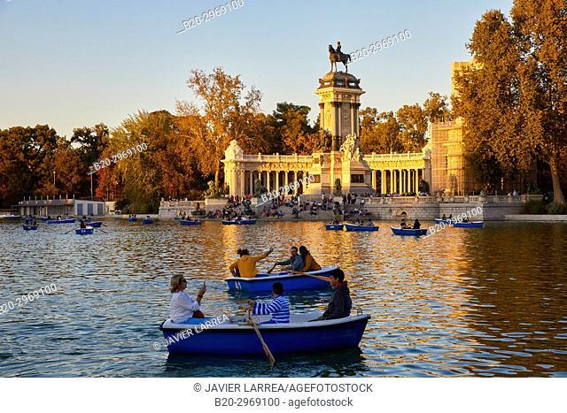 Monumento a Alfonso XII, Estanque Grande del retiro, Parque del Retiro, Madrid, Spain, Europe