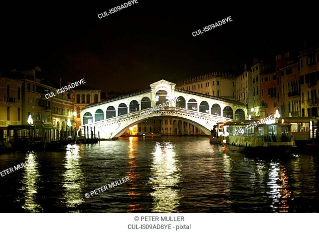 Night time view of rialto bridge and grand canal, Venice, Italy