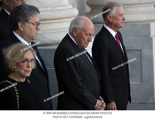 WASHINGTON, DC - DECEMBER 03: Former U.S. Vice President Dick Cheney (2nd R) and former U.S. Vice President Dan Quayle (R) await the arrival of the procession...