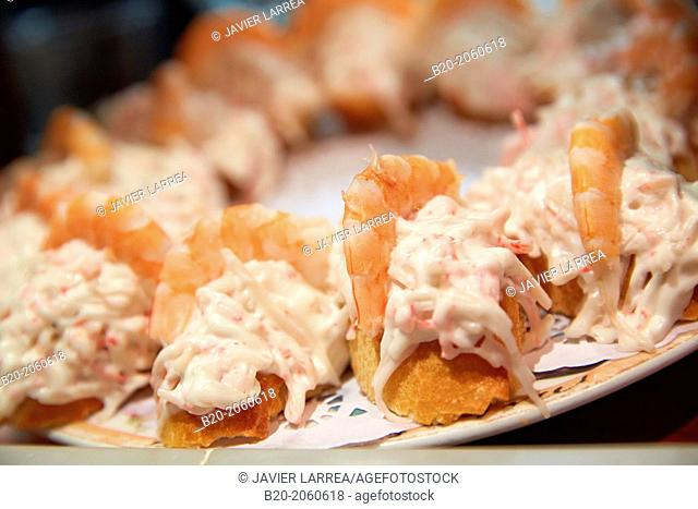 Chakta king crab with shrimp, 'pintxos' at Bar Txondorra in ol town, Donostia (San Sebastian), Gipuzkoa, Basque Country, Spain