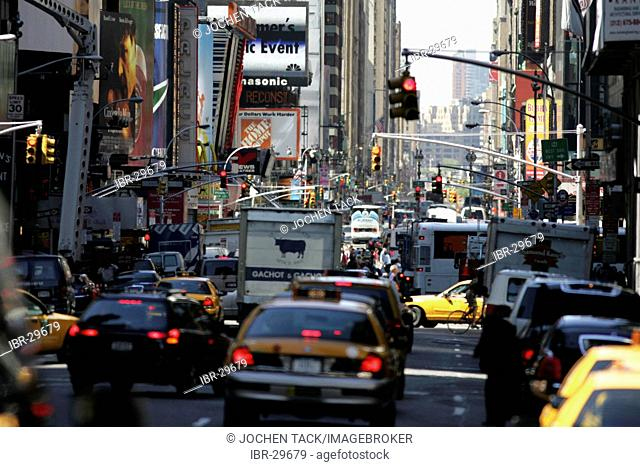 USA, United States of America, New York City: rush hour on 7th Avenue, Midtown