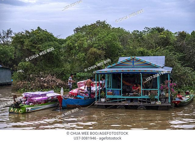 Boats, floating villages on the Tonle Sap Lake near Siem Reap, Cambodia, Southeast Asia, Asia
