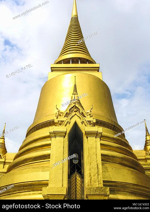 Golden stupa, Temple of the Emerald Buddha (Wat Phra Kaew) in the Grand Palace, Bangkok, Thailand, Asia