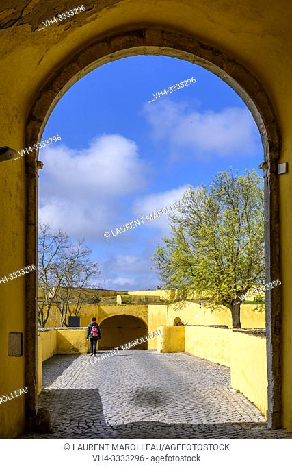 Esquina Gate with its outer gate, Garrison Border Town of Elvas and its Fortifications, Portalegre District, Alentejo Region, Portugal, Europe