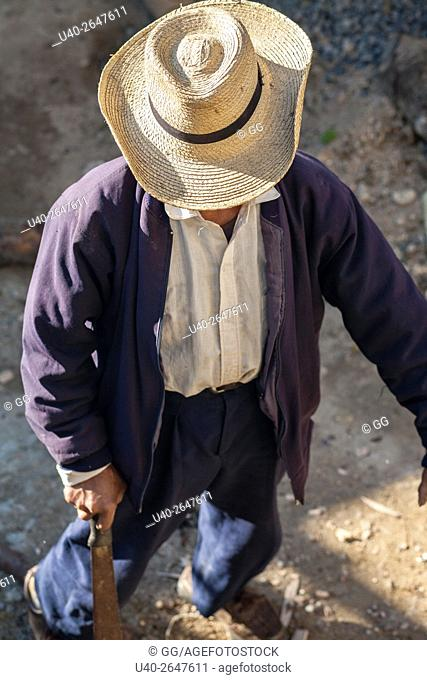 Guatemala, Poaquil, Mayan man chopping wood