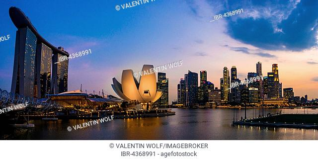 Marina Bay Sands Hotel, ArtScience Museum and skyline at dusk, city centre, financial district, Marina Bay, Downtown Core, Singapore