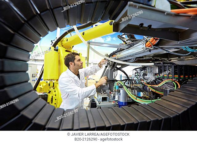 Research and development for the design of robotic manufacturing cell to work in aircraft component. Industry and Transport. Research & innovation