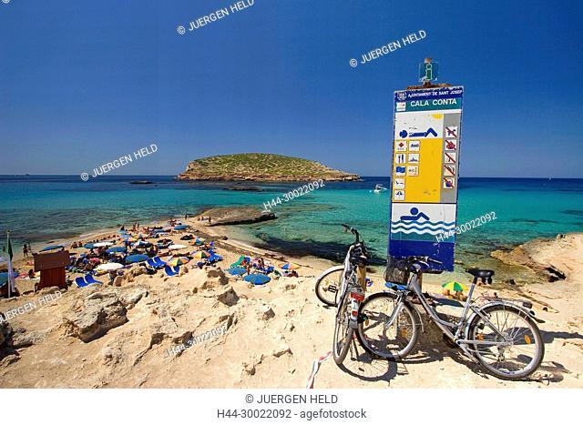 Spanien Balearen Ibiza beach , Cala Comte beach , mountain bikes