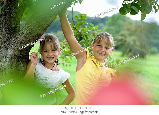 two blond girls under apple tree. - 25/08/2008