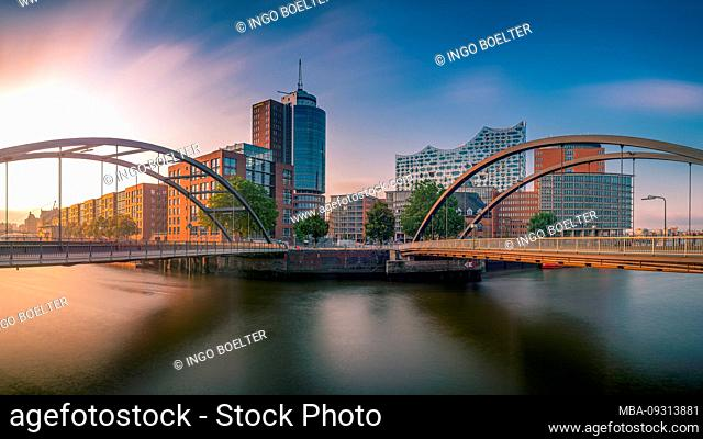 Germany, Hamburg, Elbe, harbor, Hafencity, Baumwall, Elbphilharmonie, Niederbaumbrücke