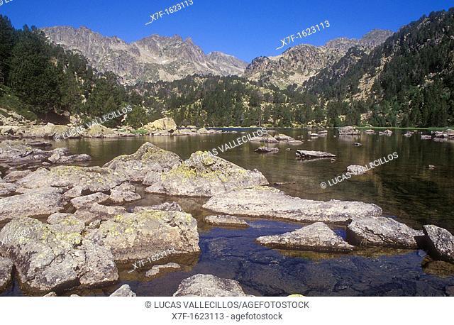`Estany de Ratera' Ratera lake,Aigüestortes i Estany de Sant Maurici National Park,Pyrenees, Lleida province, Catalonia, Spain