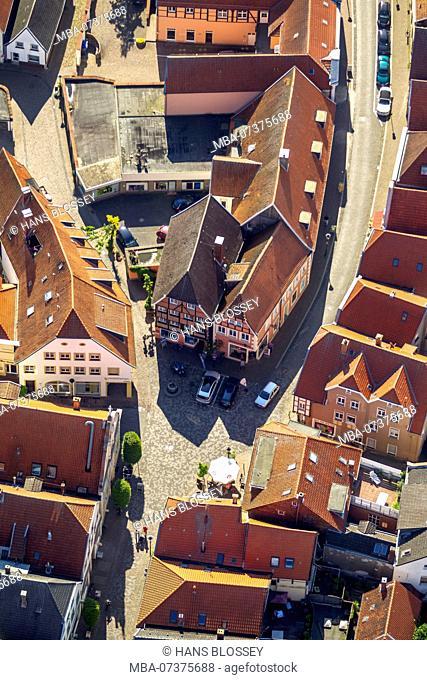 Heumarkt Street, Krickmarkt Street, Handwerkerbrunnen Fountain, half-timbered houses, Warendorf, district town of Warendorf, North Rhine-Westphalia, Germany