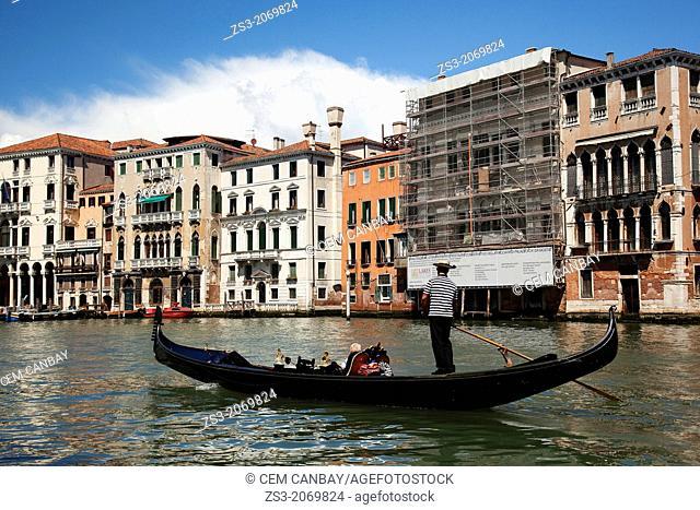 Gondola carrying tourists near Rialto bridge, Venice, Veneto, Italy, Europe