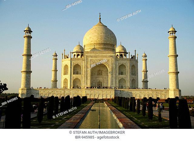 Taj Mahal, classic view at sun set, Agra, Uttar Pradesh, India, Asia