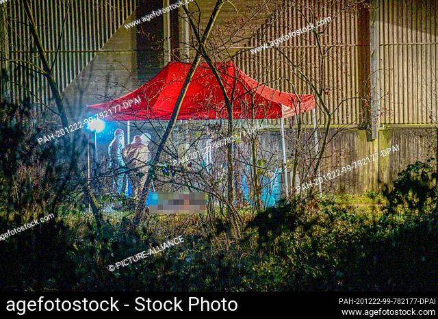 """21 December 2020, Baden-Wuerttemberg, Ebersbach: Police forensic experts work at the site where a body was found. (to dpa: """"""""Investigations after finding a..."""