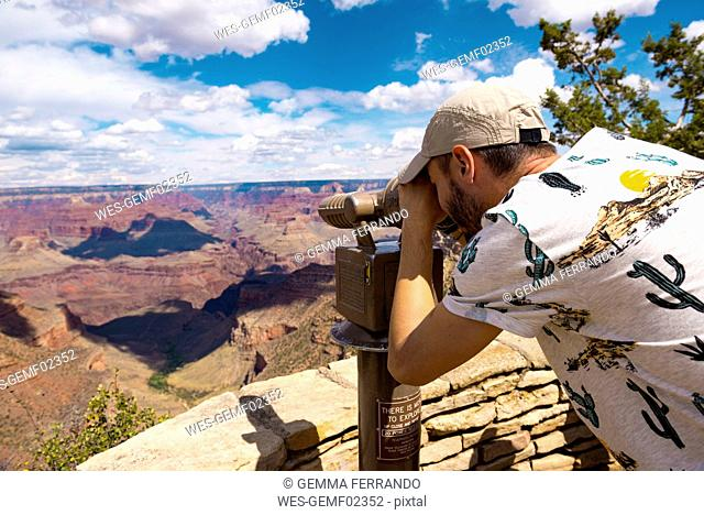 USA, Arizona, Grand Canyon National Park, Grand Canyon, man looking through telescope