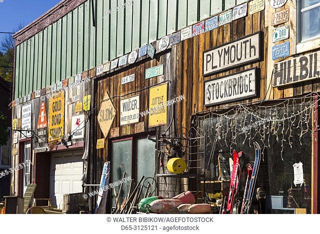 USA, New England, Vermont, Plymouth, antique shop, exterior