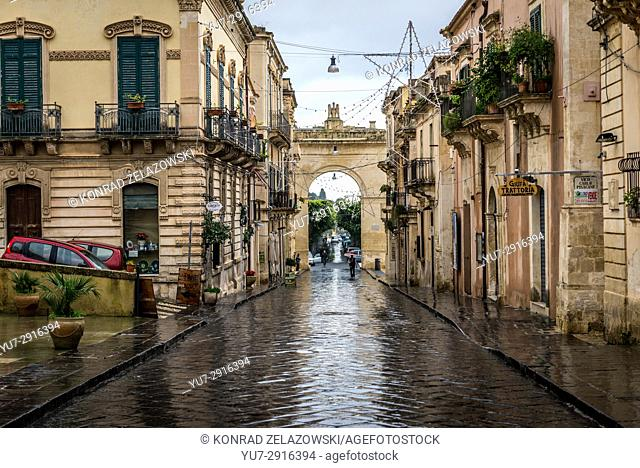 Porta Real gate (or Arch of Ferdinand II) on Corso Vittorio Emanuele, main street in Old Town of Noto, Province of Syracuse on Sicily Island in Italy