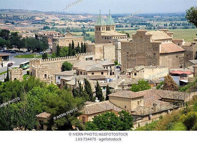 Rear view of Puerta Nueva de Bisagra town gate and Church of Santiago del Arrabal (13th century), Toledo. Castilla-La Mancha, Spain
