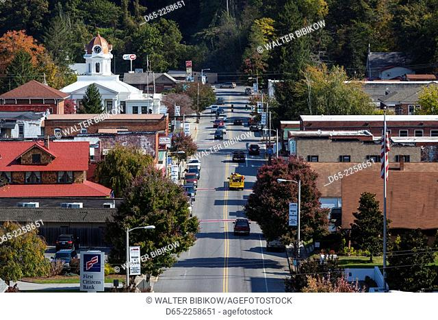USA, North Carolina, Bryson City, elevated town view