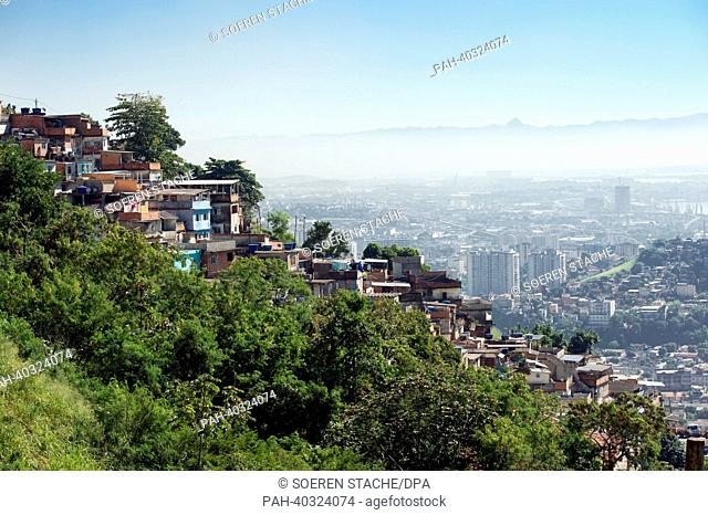 A view of residential huts in the favela Santa Marta in Rio de Janeiro, Brazil, 15 May 2013. Photo: Soeren Stache | usage worldwide