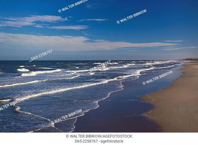 USA, North Carolina, Outer Banks National Seashore, Nags Head, elevated beach view