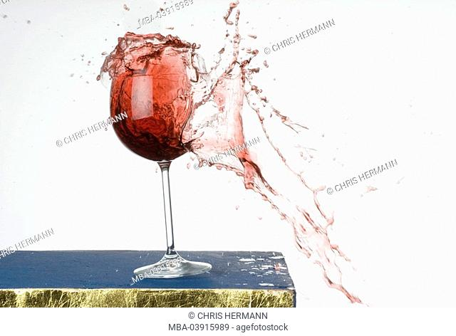 Wine glass, shatters, red wine, splashes, tumbler, glass, red wine-glass, bursts, splinters, splinters, splinters, glass-splinters, wine, beverage, liquid