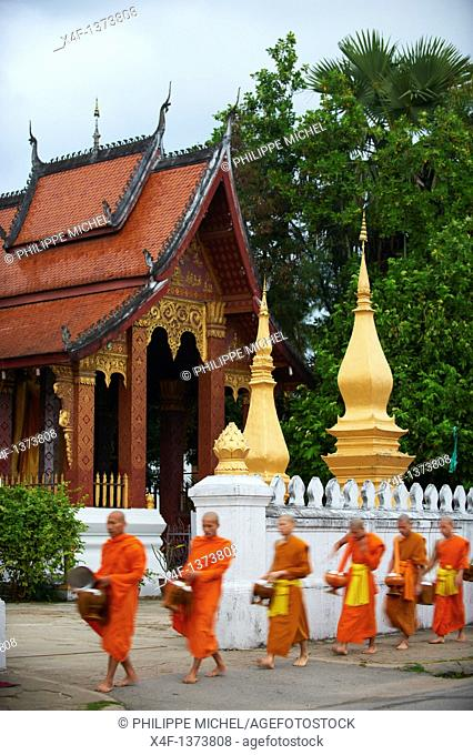 Laos, Province of Luang Prabang, city of Luang Prabang, World heritage of UNESCO since 1995, Buddhist monks procession receive offerings