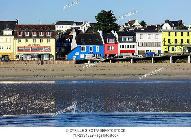 Colourful houses in Morgat, Crozon Peninsula, Presqu'île de Crozon, Finistere, Brittany, France