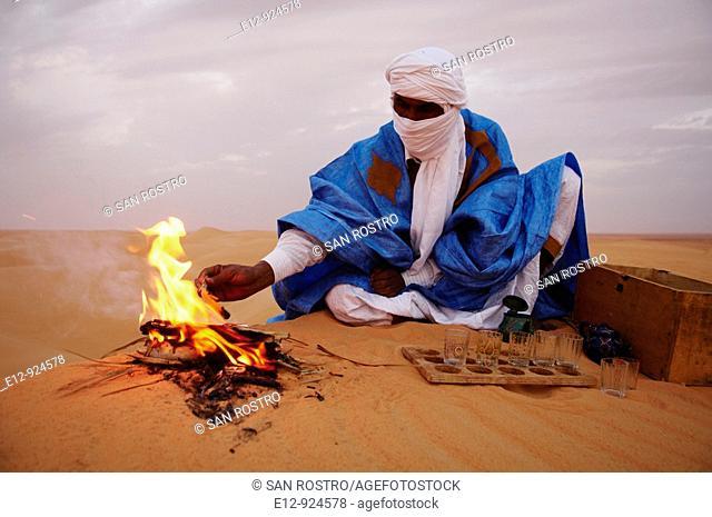 Man preparing tea in the Sahara desert near Chinguetti, Adrar Plateau, Mauritania