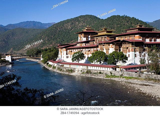 Punakha Dzong situated at the confluence of the Mo and Phu Rivers, Bhutan, Asia